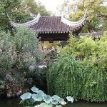 Храм с градина