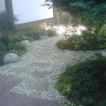 Малък двор